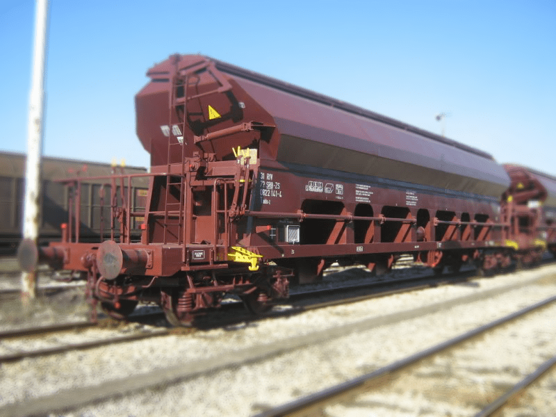 Special wagon with sliding roof